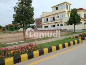 Very Good Location Plot J - 10 Marla Plot For Sale Park Face Catgory