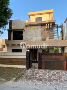 Tripple Storey House For Sale In City Housing