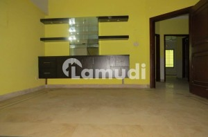 2800 Square Feet Flat Available In F-11 For Sale