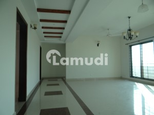 3 Beds 7th Floor Flat For Rent