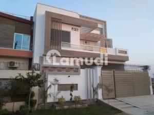 2250  Square Feet House Ideally Situated In Fatima Jinnah Town