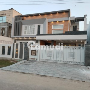 One Kanal Brand New Designer House With Solid Construction At Good Location Near To Jamia Masjid And Main Boulevard