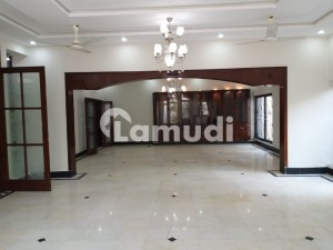 G6 Fully Renovated 7 Beds Double Storey House Available For Rent