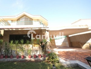 Sector F7 6 Bedroom House For Rent