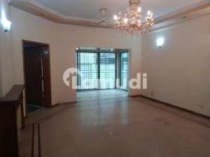 One Kanal Full House Available For Rent