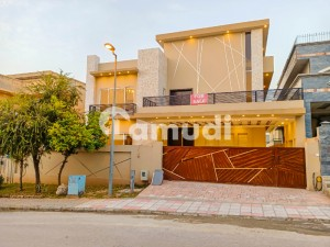One Kanal High Quality 6 Bed Room House Available For Sale At Very Ideal Location