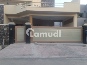 10 Marla House Ideally Situated In Askari 14