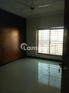 10 Marla Brand New Luxurious House For Rent In Outstanding Location Of Bahadarpur