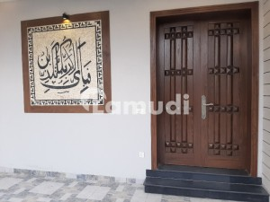 10 MARLA HOUSE  Servent Quarter Owner Build House For Sale In DHA Phase 3