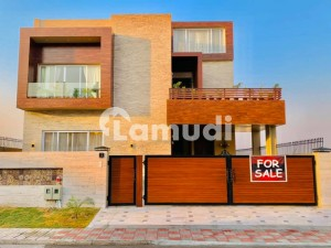 Luxurious 1 Kanal Brand New Flawless Designer Bungalow For Sale On Primary Location
