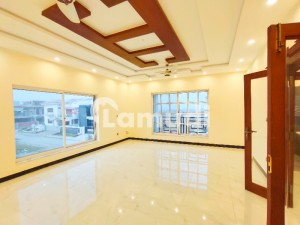 Luxurious 1 Kanal Brand New Elegant Design Bungalow For Sale