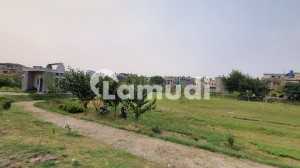 7.5 Marla Plot For Sale P Block Near Emporium Mall Johar Town