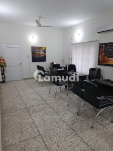 600 Sq Yard Ground Floor Office Commercial Use