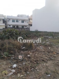 40x90 Vacant Plot In F112 Available For Urgent Sale