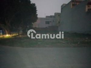 22 Marla paid Corner Facing Park near Mosque Market and main road ideal plot for sell
