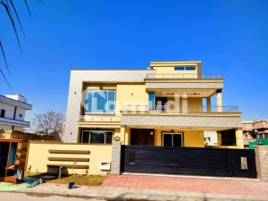 One Kanal Beautiful Bungalow Up For Sale