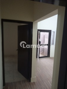 Gulshan-E-Iqbal Town Flat Sized 900  Square Feet Is Available