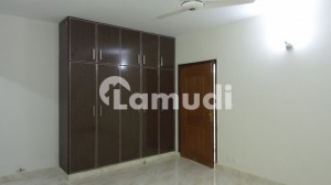 10 MARLA 3BED 2400 Square Feet Flat For Rent In Beautiful Askari