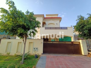 Sector C1 10 Marla Beautiful House For Sale In Bahria Enclave