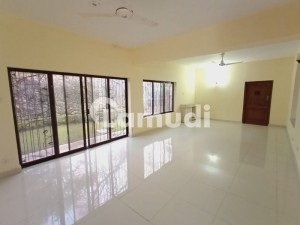 2000 Sq Yd 4 Beds House With Front Back Huge Lawn For Rent In F7