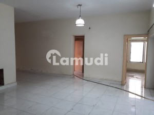4 Kanal  Commercial House Near Qaddafi Stadium For Corporate Office Wide Car Parking Space