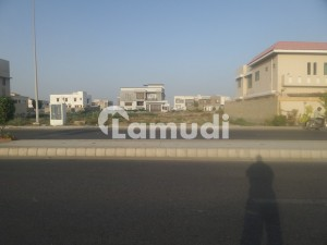 ILLUSTRIOUS LOCATION 2000 YARD RESIDENTIAL PLOT FOR SELL ON 37TH STREET ZONE D PHASE 8