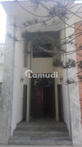 600 Yards Bungalow Is Available For Rent At Clifton Block 4 Karachi