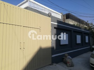 Stunning 2250  Square Feet House In Hayatabad Available