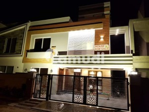10 Marla Brand New House First Entry For Rent In Bahria Town Overseas A