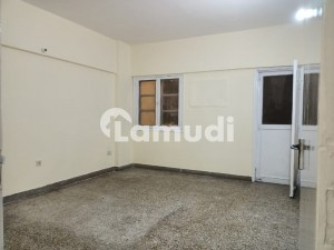 4 Bedrooms Flat For Rent