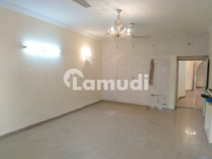 6 Bedrooms House For Rent Ov Very Beautiful Location