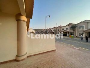 Beautiful Location 152 sq yds villa with key west open loop road for sale in bahria town karachi