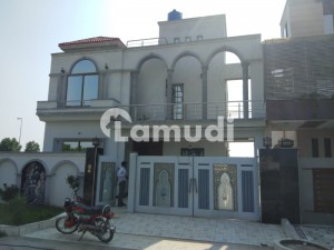 Hot Location 10 Marla House For Sale