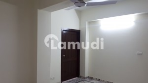 Flat Of 850 Square Feet In Chakri Road For Rent