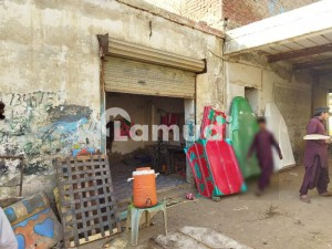 Building Of 2925  Square Feet In Manka Canal Road For Sale
