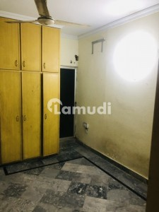 In Kacha Lawrence Road 675  Square Feet Flat For Rent