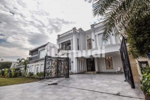 One Kanal Luxury Villa For Sale At prime Location Near Park Commercial
