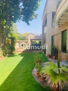 Corner luxuary house on very prime location available for sale in Islamabad