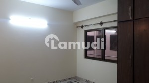 In Chakri Road Flat Sized 850 Square Feet For Rent