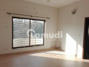 10 Marla House For Rent In E-16
