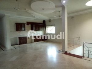 1 Kanal Slightly Used House Near To Park In Dha A