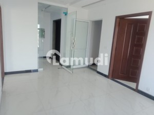 4 Marla Flat At Top Of Plaza Is Available For Rent