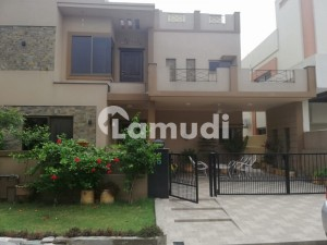 10 Marla 5 Beds House For Rent