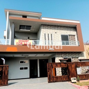 Buy A Centrally Located 2700  Square Feet House In Fechs