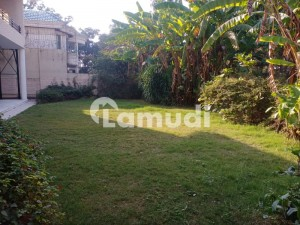 F-10 1022 Sq.yd End Corner  House For Sale On Ideal Location