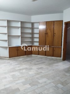 Office Of 5994  Square Feet In F-11 For Rent