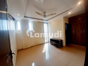 2 Bed Non Furnished Apartment Facing Park Ideal Location For Rent In Bahria Town Lahore