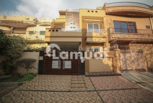 5 Marla Ultra Modern Brand New House Very Near Park Market Mosque Very Hot Location Solid Construction