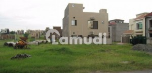 Beautiful Location Kanal PlotZ721 covered by Beautiful Houses in Investment Price