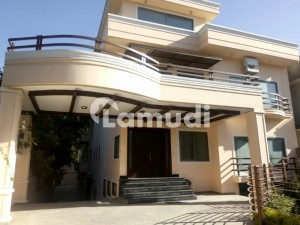 1000 Square Yards Beautiful Location House For Rent